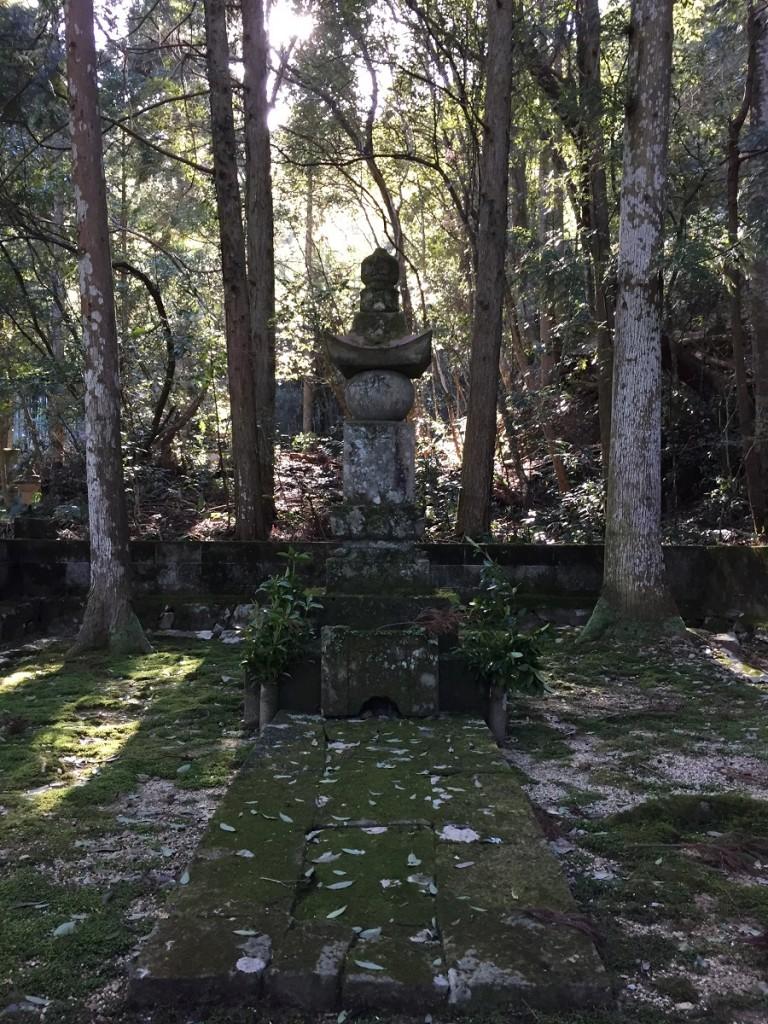 9代生母 墓地アップ