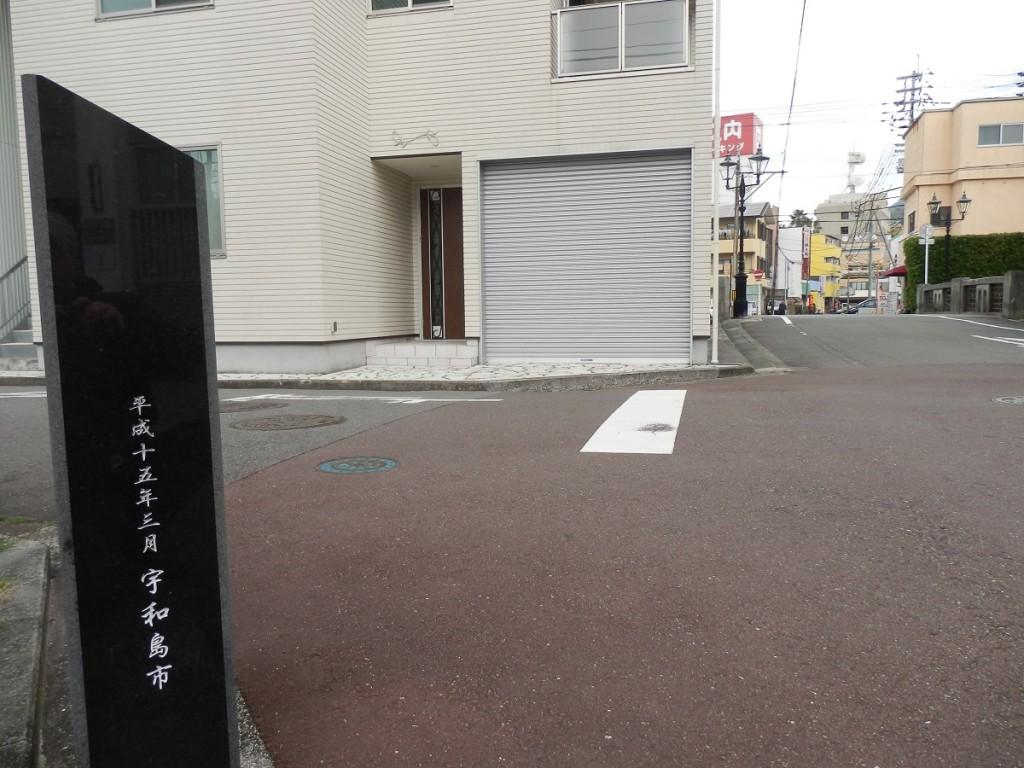 横新町 名所碑右側