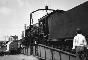 転車台の蒸気機関車