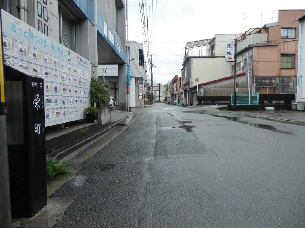 栄町 名称碑 左側