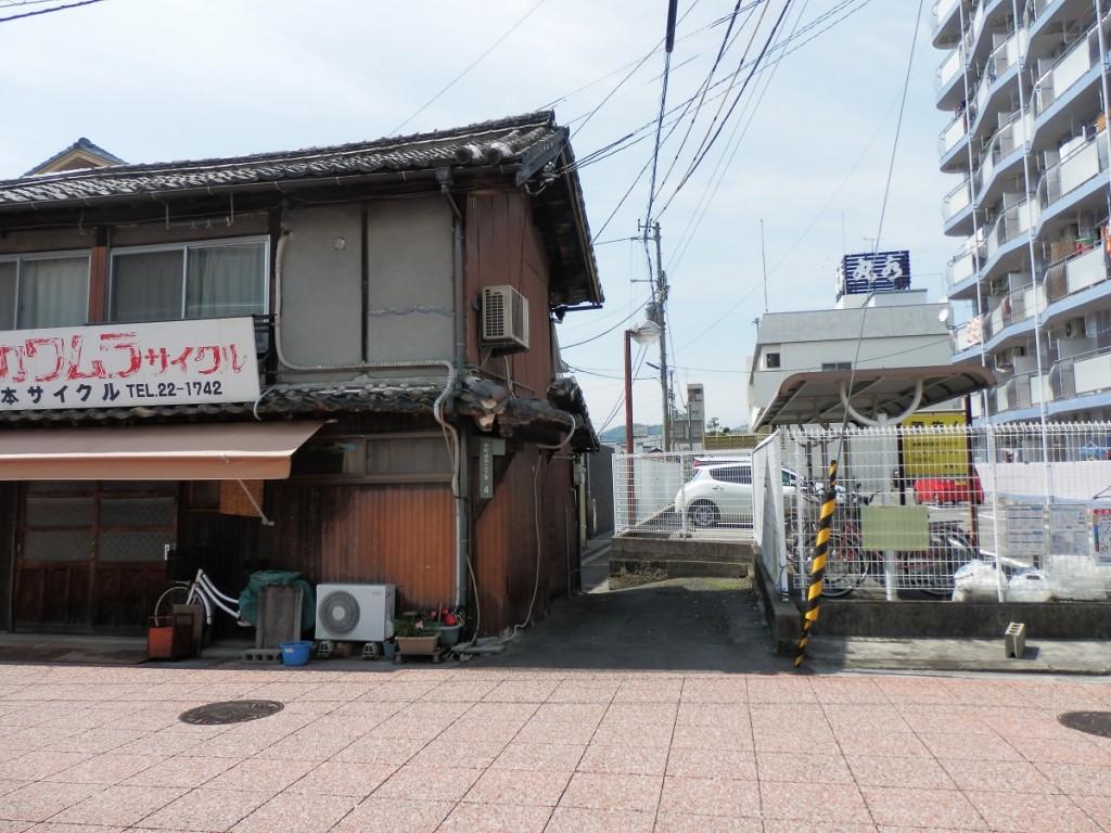 奈良屋横丁 三角屋敷側